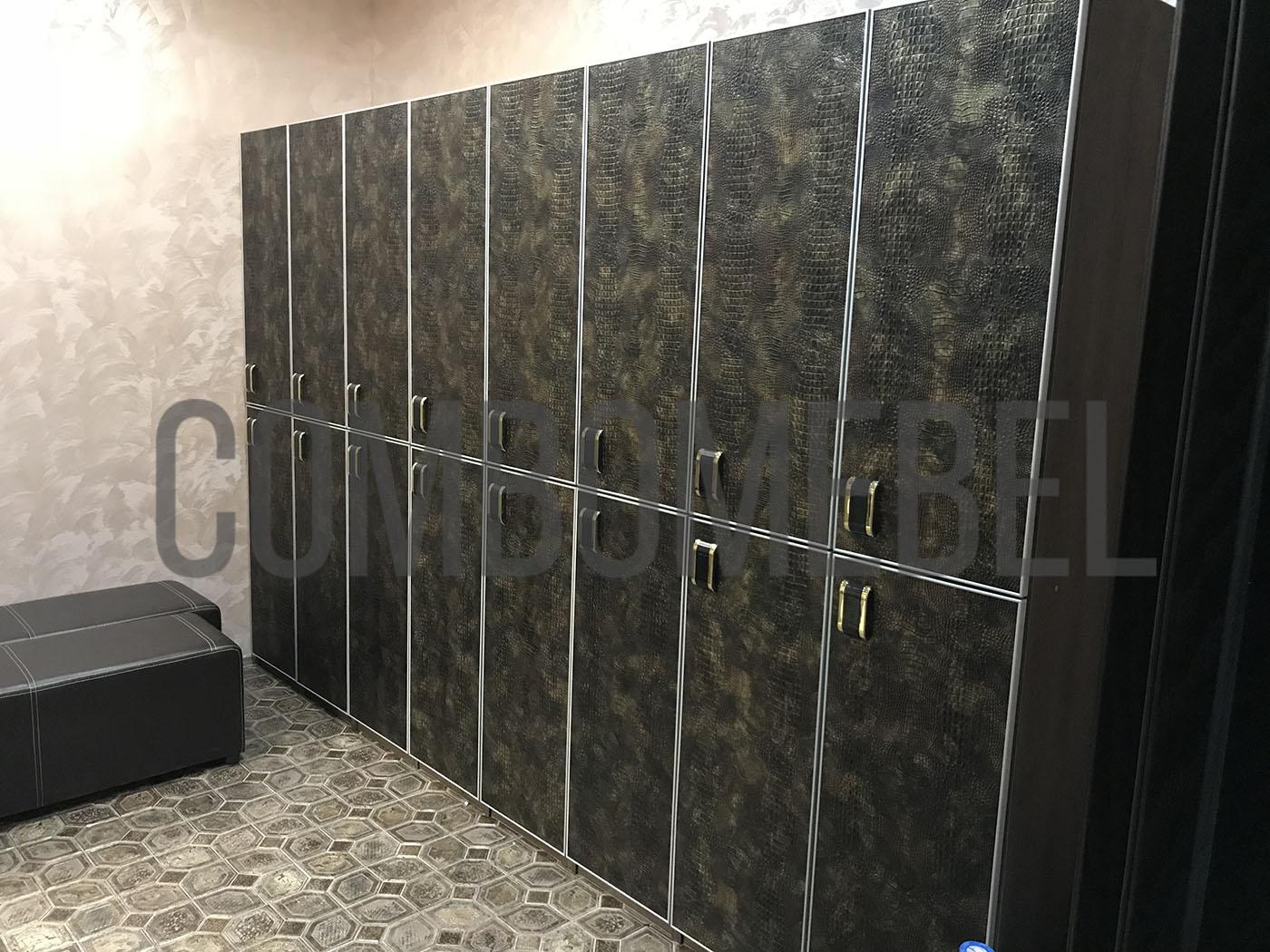 шкафы для переодевания посетителей по уникальной технологии с фасадами из кожи
