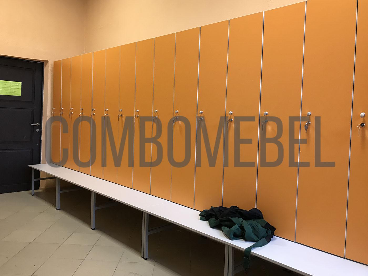 шкафы для раздевалок Дуэт-МК2 школы единоборств на металлокаркасе и механическими замками