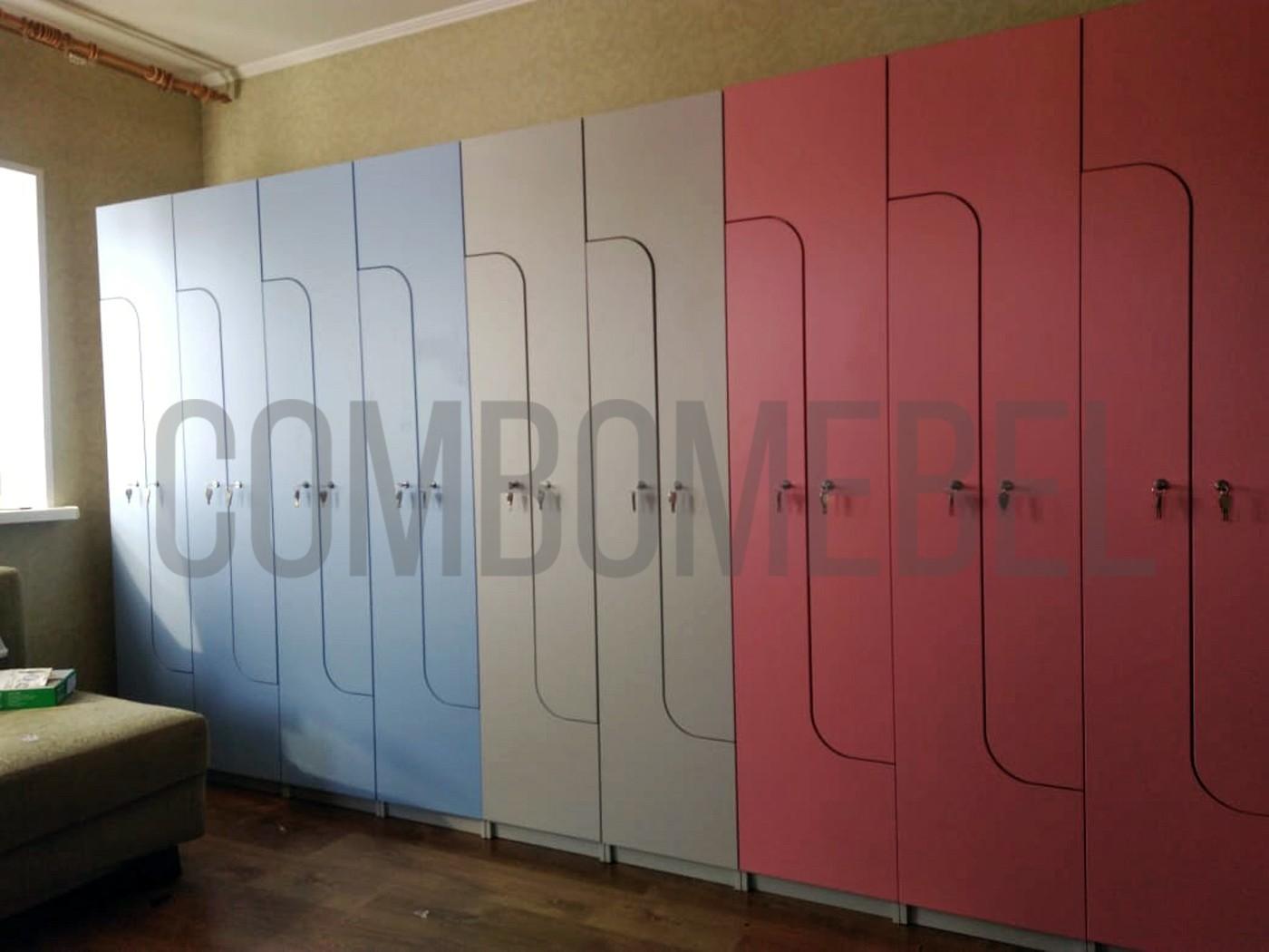 L-образные шкафчики для персонала конного клуба в подмосковье