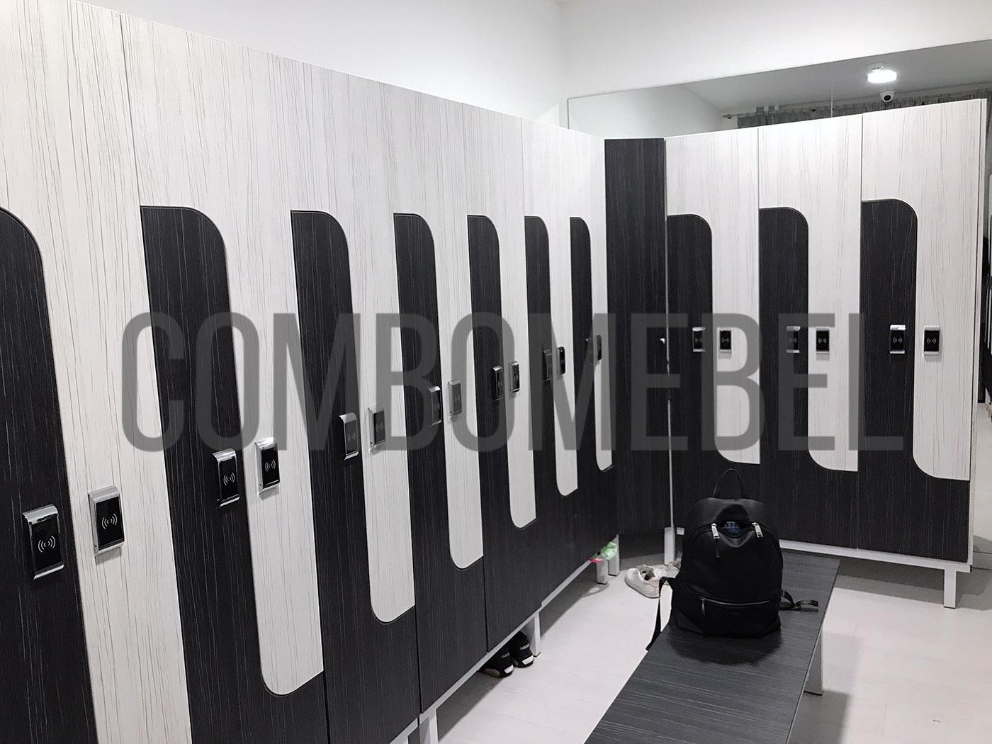 L-образные шкафы на металлокаркасе по индивидуальному проекту в танцевальной студии